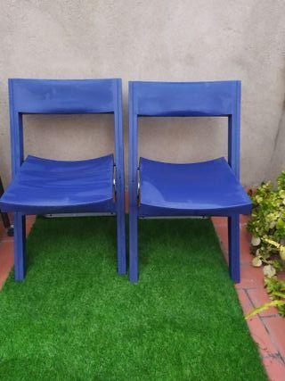 Par de sillas azules anchas