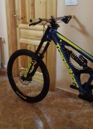 bicicleta de downhill transition