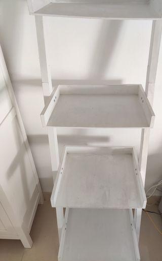 estantería escalera