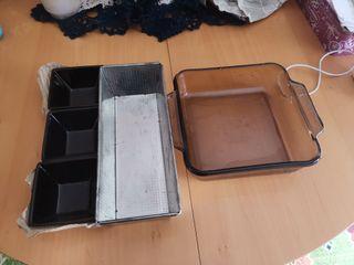 Lote de moldes para horno y cuencos de frutas