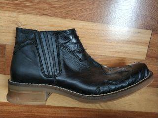Botines, botas de caña corta, piel negros