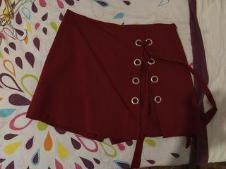Falda pantalón granate de Stradivarius