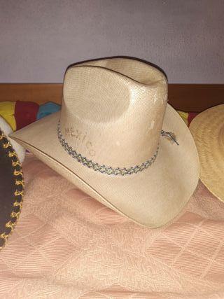 sombreros mexicanos 5 eur.los otros 2 eur