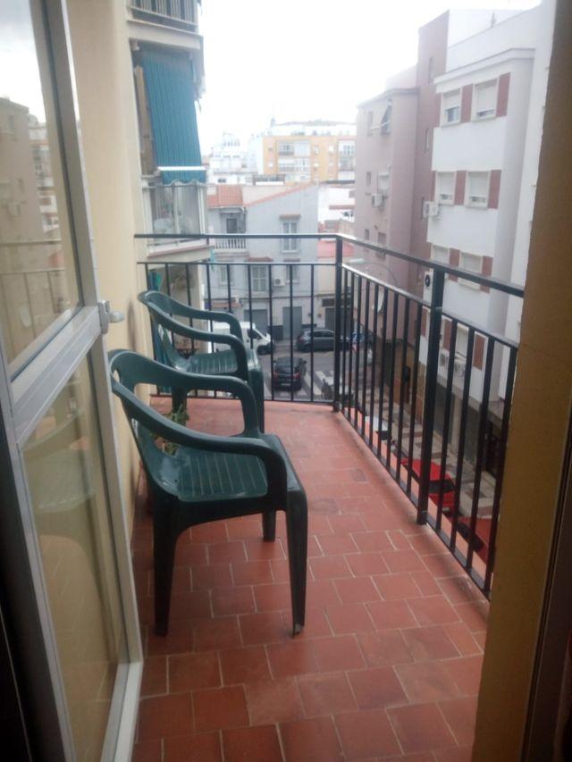 FANTÁSTICO PISO DE DOS HABITACIONES EN ALQUILER PARA LARGA TEMPORADA EQUIPADO CON TERRAZA (Málaga, Málaga)