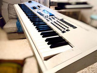 Piano Yamaha MO8