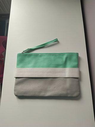 Bolso verde, blanco, gris