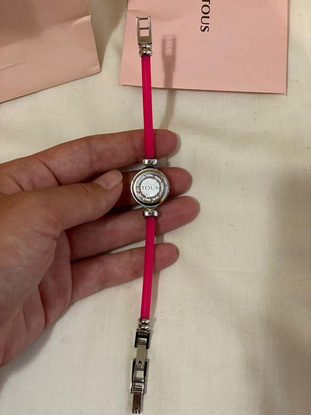 Reloj digital Tous con correo de goma rosa
