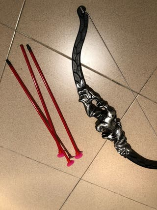 Arco con flechas de juguete