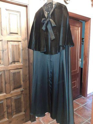 capa elegantisima de terciopelo negro y satén