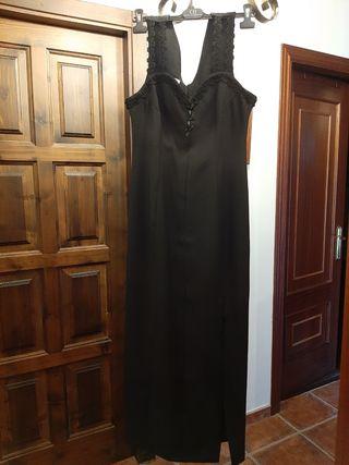 vestido negro entallado noche