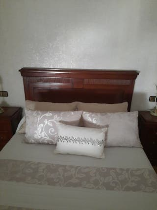 Cabecero cama matrimonial.