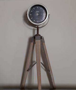 Reloj trípode