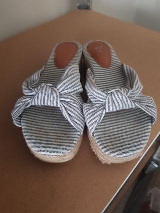 sandalias planas con plataforma