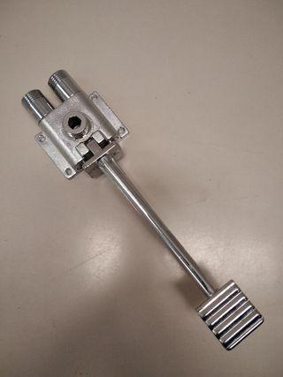 grifo mezclador a pedal de Timblau