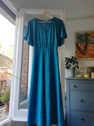 Vestido midi azul veraniego