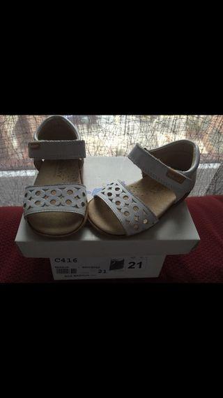 Sandalias de niña nuevas talla 21