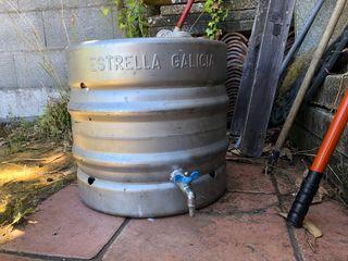 Barril cerveza con grifo