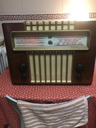 Radio antigua G Marconi