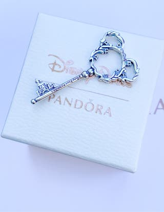 Charm pandora llave Disney exclusive