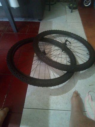 se venden ruedas de bicicleta
