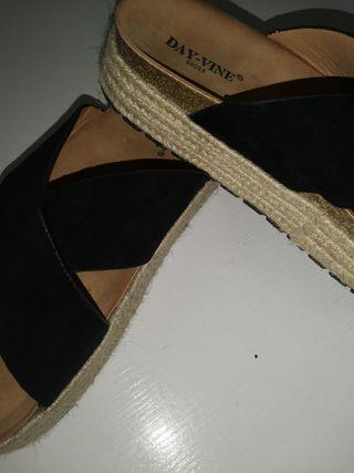 Sandalias de esparto.