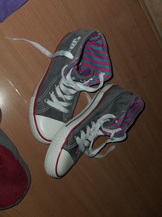 zapatillas tipo converse marca mustang de mujer.