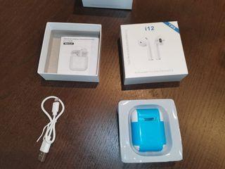 auriculares Bluetooth i12 nuevos en su embalaje