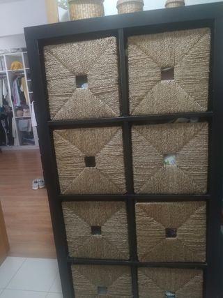 mueble ikea con 8 cestos de mimbre