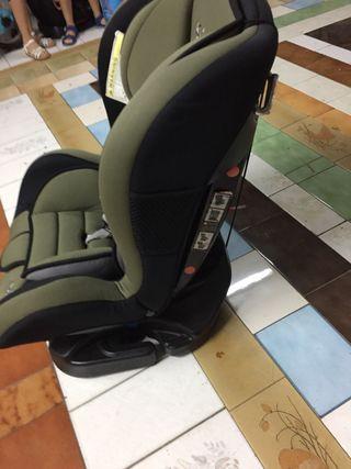 2 sillas grupo II para el coche. Las 2 x 30 euros.