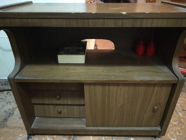 mesa cómoda para televisor