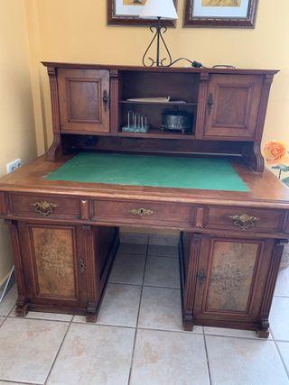 Mueble escritorio antiguo.