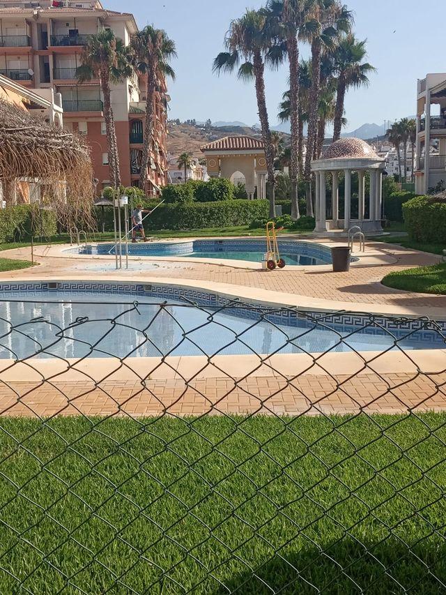 Piso en alquiler picinas pistas de pádel muchos metros de jardines y zona verde fl piso esta en laguna beah tlf de contacto 655837921 (Torrox, Málaga)