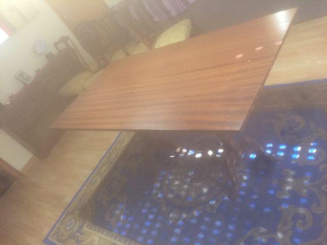 Mesa de comer antigua