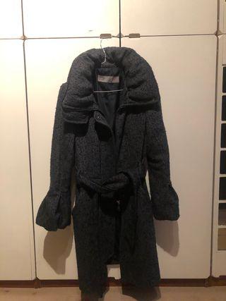 Abrigo negro largo Zara
