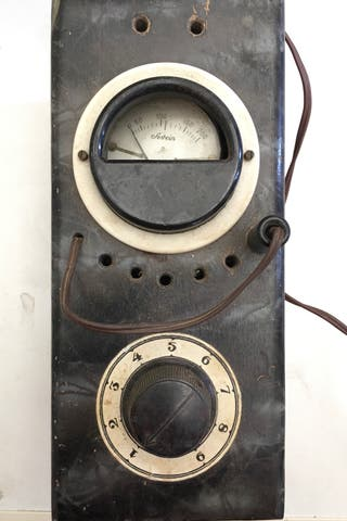 Estabilizador de tensión para radios