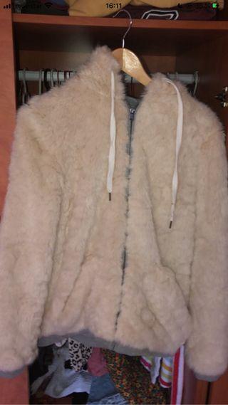Chaqueta de pelo con capucha Zara
