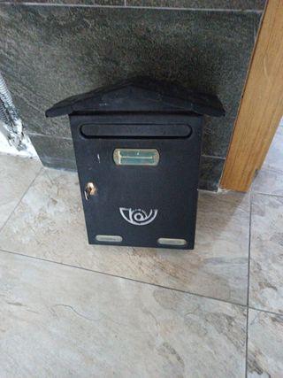 buzón de correos negro