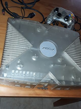 consola XBOX transparente con juegos