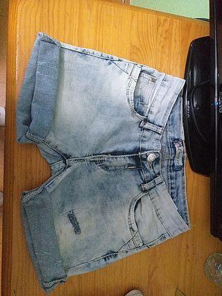 Pantalon (short) corto
