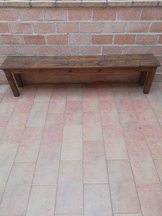 Banco de madera en color nogal