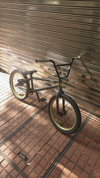Bicicleta BMX Wethepeople Justice. En buen estado.