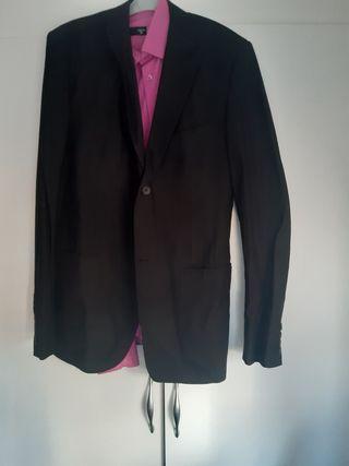 traje de chaqueta con camisa