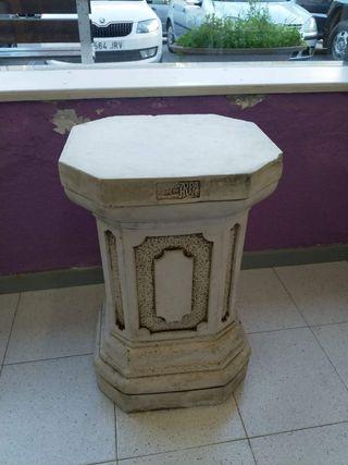 Columna de piedra 63 h. cm.