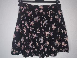 Falda negra flores