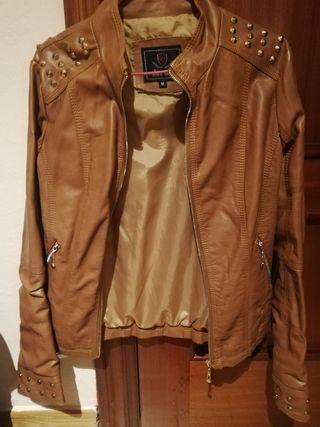 chaqueta de polipiel marrón