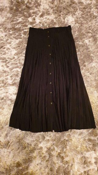 Falda negra larga plisada