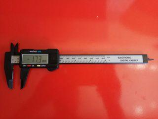 Calibre digital de precisión.