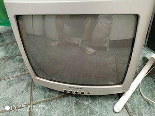 Televisión pequeña de 14 pulgadas en buen estado