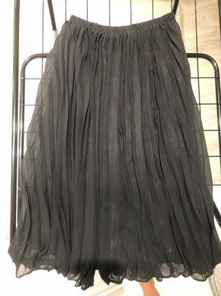 Falda negra plisada larga