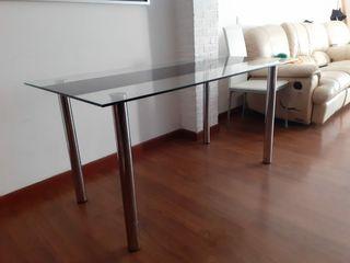 mesa de cristal.